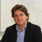 Javier Ayala, alcalde de Fuenlabrada. Cuatro nuevos autobuses se suman a la flota de la EMT