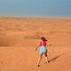 Mi primera Vez 1x11 - Haciendo sandboarding en emiratos árabes