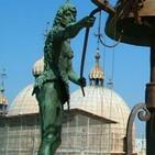 ¿Estatuas de guanches en el reloj de la Plaza de San Marcos en Venecia'