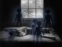 Alienígenas caso abierto T2: Mensajes extraterrestres · Invasores de dormitorios · Apagones · Tierra alienígena