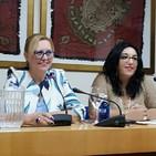 Marijose Muñoz lee las palabras del prólogo del libro de Doilores Ibarra 'La melodía de las amapolas'