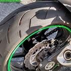 ¿Qué miro en mis neumáticos de moto como mínimo?