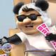 panda show - dandole la patada a violeta