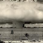 """Antes de medianoche 16 El inmenso poder de la energía nuclear (1ªparte): Orígenes, desarrollo... la """"muerte radiactiva""""."""