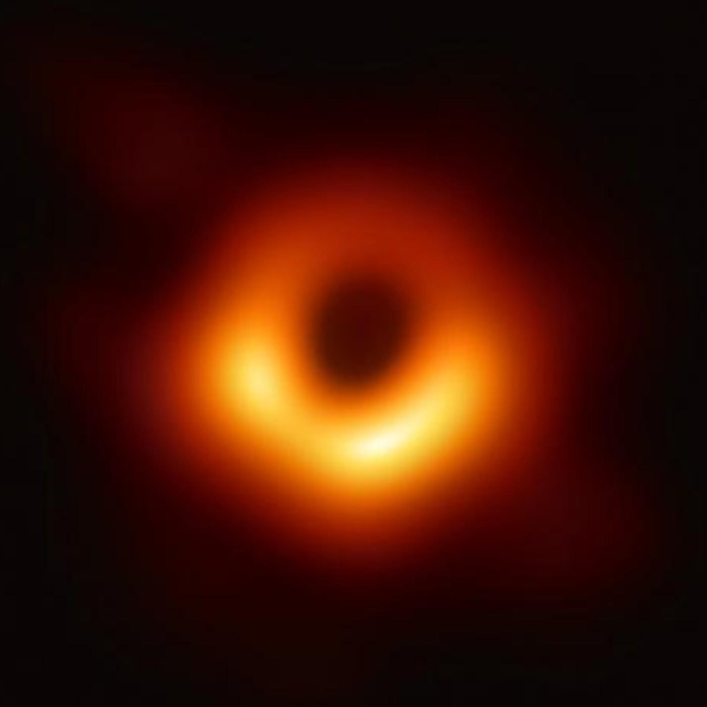 El gran enigma de los agujeros negros / Misterio en el Museo de Cera (1) - Ecos de lo remoto 3x30