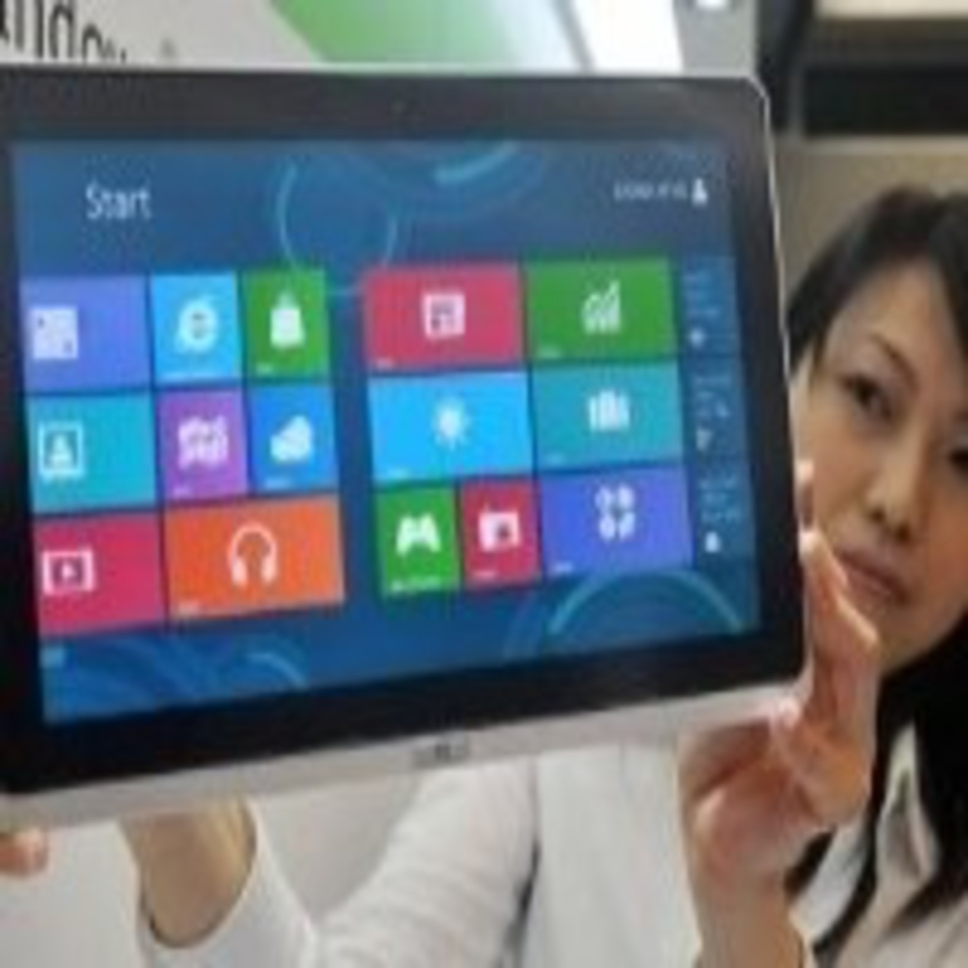 1x12 - Restricciones de Windows 8 sobre Linux, plataformas de crowdfunding y las noticias más curiosas de la semana