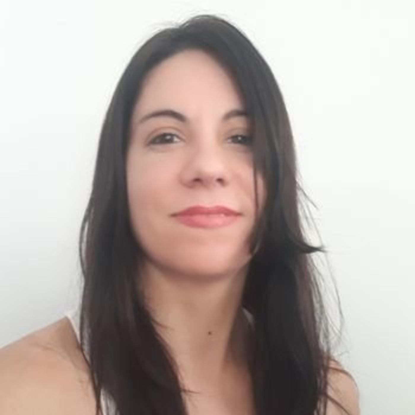 Natalia Biazzini periodista de Malviticias envió sus saludos en los 100 años de la radiofonía Argentina